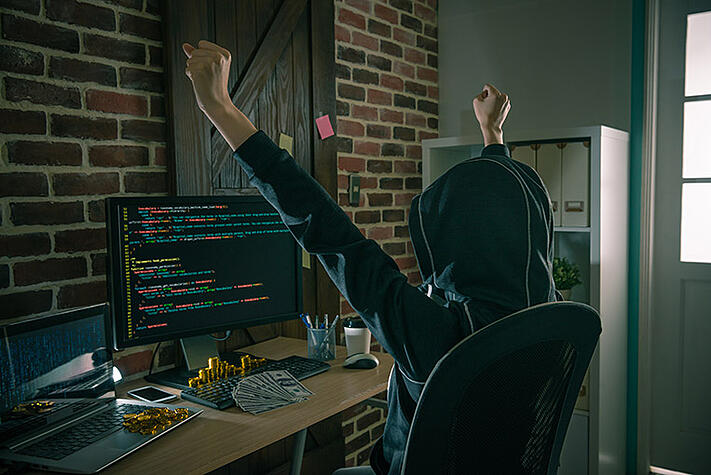 Hackerangriffe, darunter der Emotet Trojaner, profitieren vom Corona Virus. Wie sie sich im Home Office schützen.